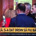 Comisia Juridică a Senatului i-a interzis accesul Dianei Șoșoacă pentru că refuză să poarte mască. Senatoarea forțează ușa cu piciorul și face scandal: Mi-a strivit picioru'