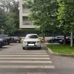 FOTOGALERIE Bulevardul Primăverii din București, zonă unde autoritatea statului nu funcționează.Zeci de mașini blochează trecerile de pietoni și carosabilul