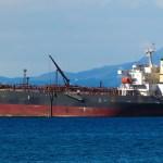Cel puțin patru nave aflate în largul coastei Emiratelor Arabe Unite au avertizat că au pierdut controlul direcției, din cauze necunoscute momentan