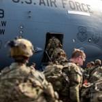 Armata americană a părăsit Afganistanul / Militarii au dezafectat, înainte de a pleca, 73 de avioane, zeci de blindate și un sistem de apărare antirachetă