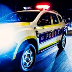 Urmărire cu focuri de armă în Turda: Un șofer fără carnet nu a oprit la semnalele polițistului, care a tras cu pistolul spre mașină. Un pasager a fost rănit