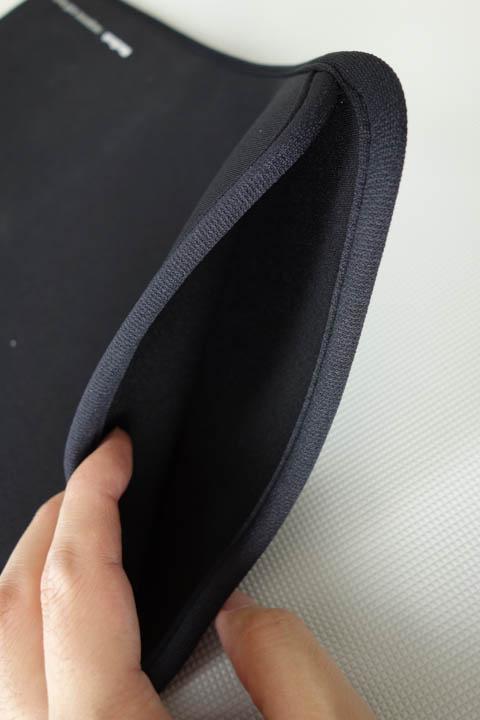 プロテクトスーツの挿入口