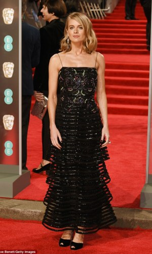 BAFTAs 2018, tapete vermelho, celebridades, looks, vestidos longos, moda, estilo, premiação, time's up, red carpet, celebrities, fashion, style, outfits, gowns, cressida bonas