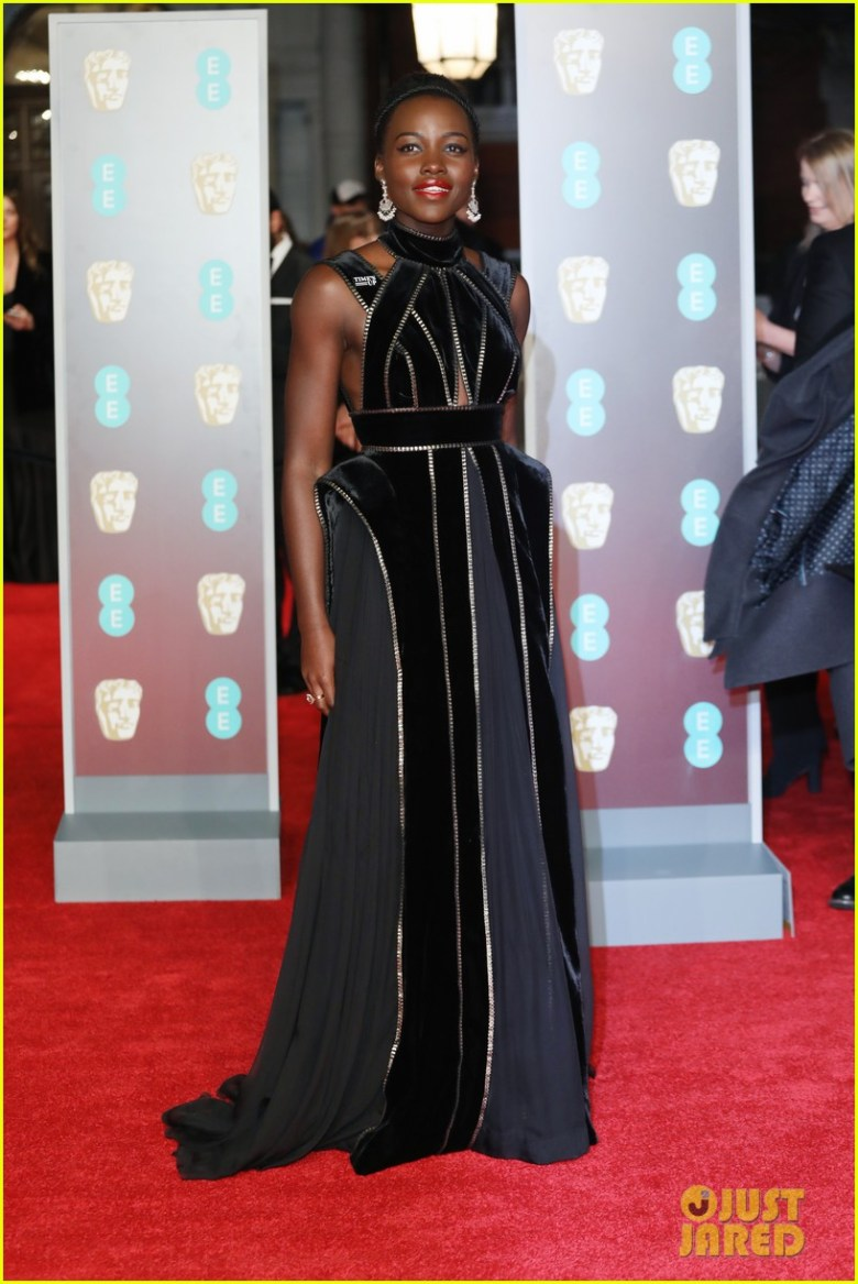 BAFTAs 2018, tapete vermelho, celebridades, looks, vestidos longos, moda, estilo, premiação, time's up, red carpet, celebrities, fashion, style, outfits, gowns, lupita nyong'o