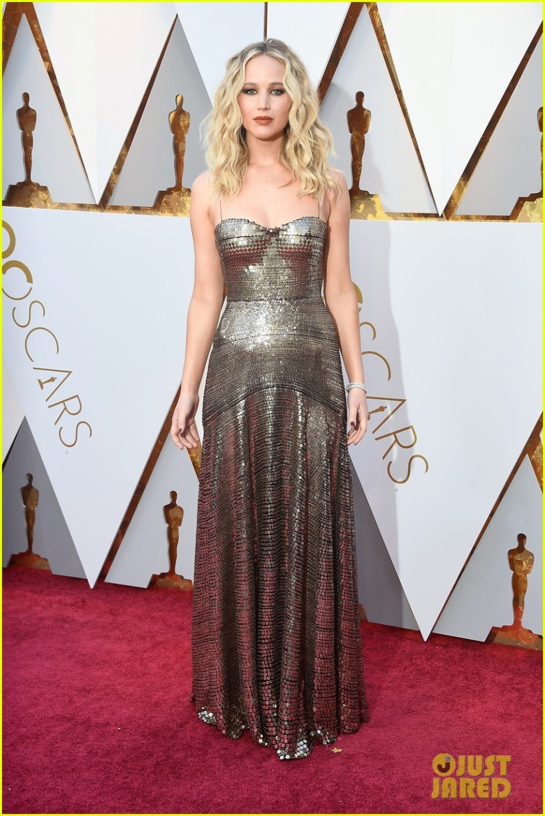 oscar 2018, tapete vermelho, celebridades, premiação, moda, estilo, looks, vestido longo, 2018 oscars, red carpet, celebrities, award season, fashion, style, gowns, outfits, jennifer lawrence