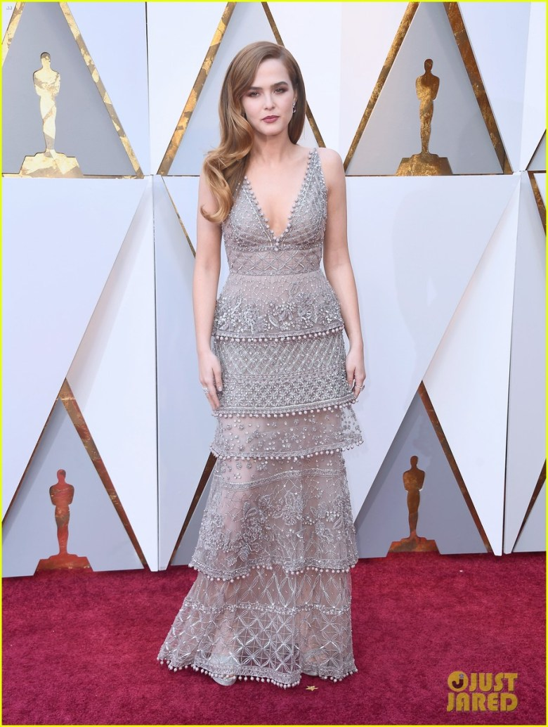 oscar 2018, tapete vermelho, celebridades, premiação, moda, estilo, looks, vestido longo, 2018 oscars, red carpet, celebrities, award season, fashion, style, gowns, outfits, zoey deutch