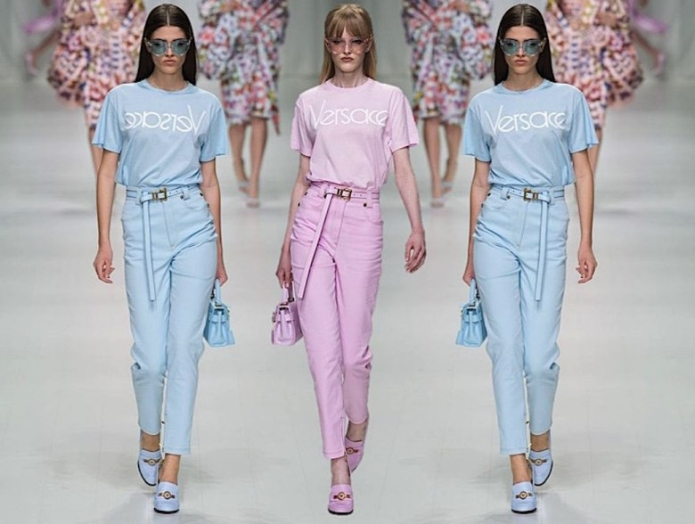 camiseta versace, logo, logomania, moda, estilo, tendência, looks, versace tshirt, fashion, style, trend, outfits