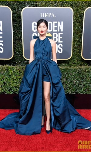 golden globes 2019, golden globes, awards season, red carpet, fashion, look, gown, tapete vermelho, premiação, moda, look, vestido longo, hollywood, gemma chan