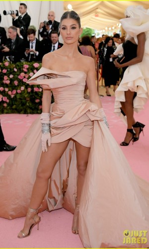 MET Gala 2019, Baile do Met, moda, estilo, celebridades, looks, Camp, fashion, style, red carpet, camila morrone