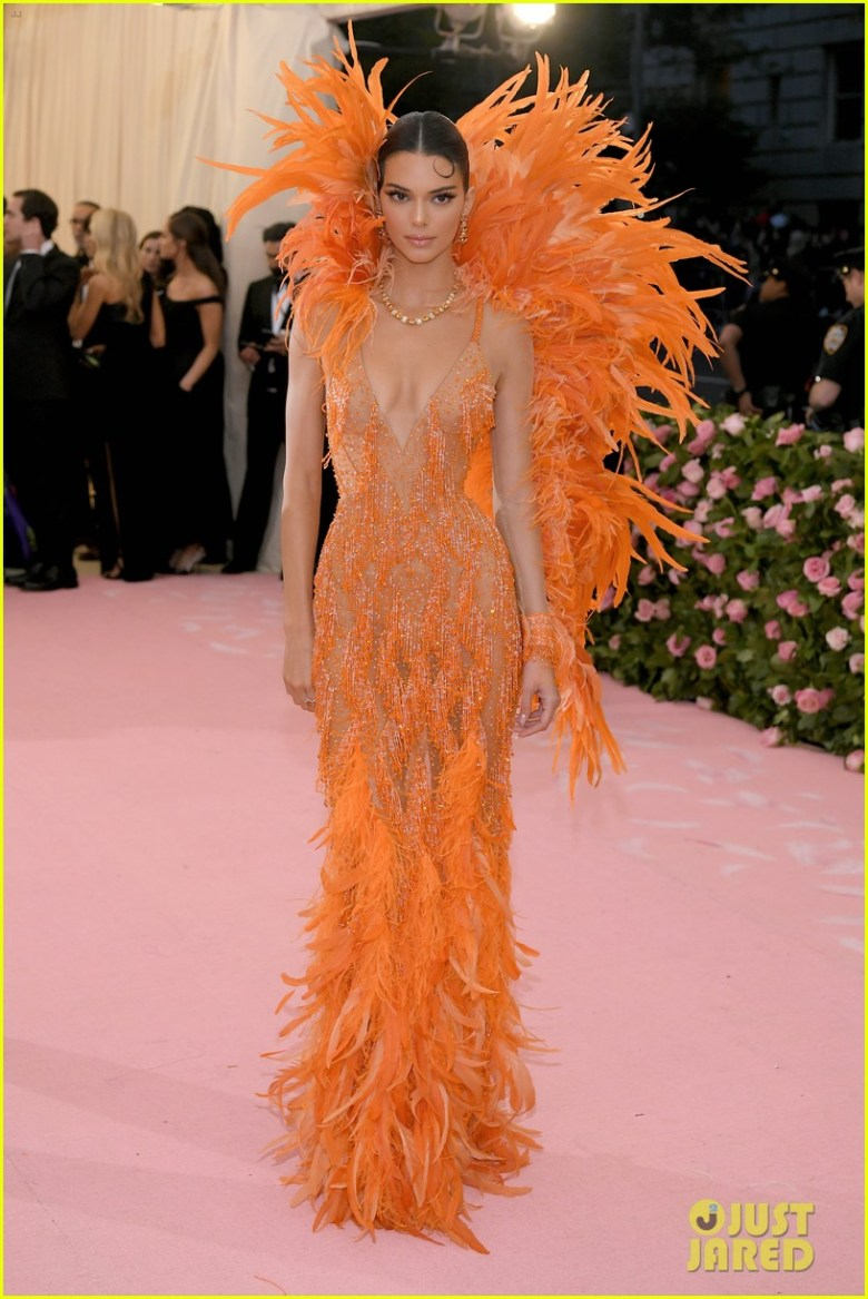 MET Gala 2019, Baile do Met, moda, estilo, celebridades, looks, Camp, fashion, style, red carpet, kendall jenner, versace