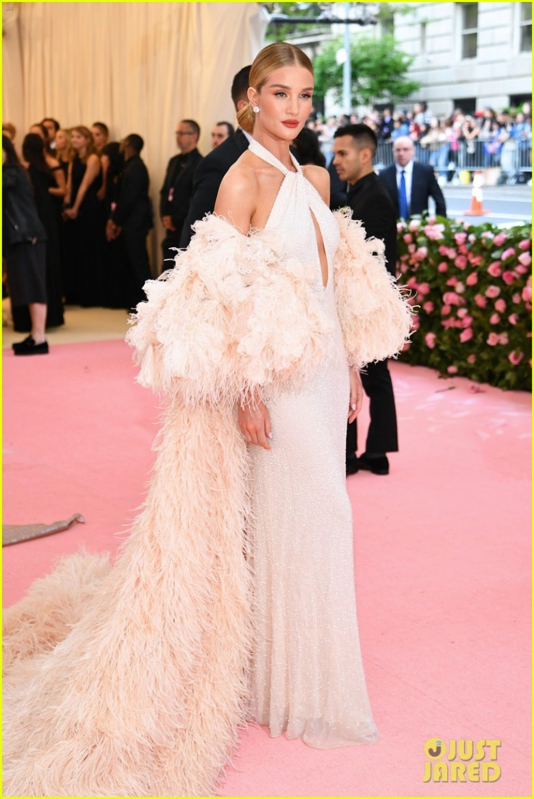 MET Gala 2019, Baile do Met, moda, estilo, celebridades, looks, Camp, fashion, style, red carpet, rosie huntington-whiteley, oscar de la renta
