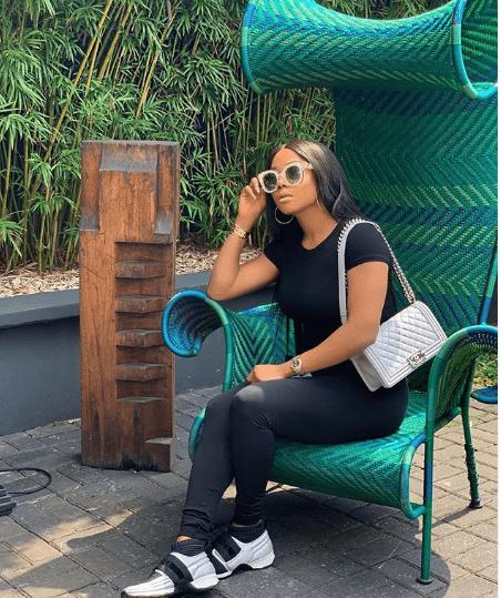 Toke Makinwa in her chanel chain bag