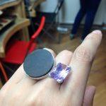 Cum mi-am facut singura un inel si alte vesti despre bijuterie contemporana