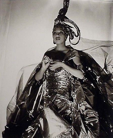 Josephine Baker si cum sa folosesti un evantai ca arma de seductie…in masa