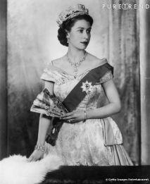 Regina Angliei si evantaiul, inca foarte prezent la inceputul domniei sale
