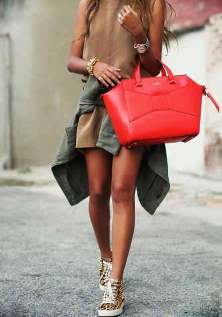 O geanta care o face sa para mai mica decat este