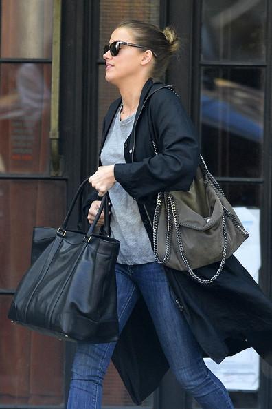 Credeam ca daca renunt la geanta mare, voi cara mai putin, Fals, am adoptat a doua geanta…