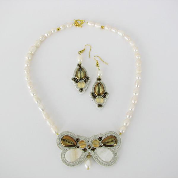 Iuliana Asoltanei – colier si cercei perle albe