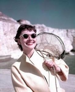 Audrey si ochelarii de soare cat-eye