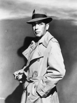 Humphrey Bogart si celebra sa haina impermeabila