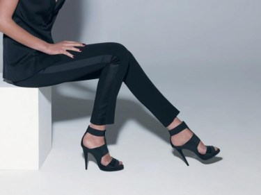 Sandale negre cu toc pentru glezne subtiri