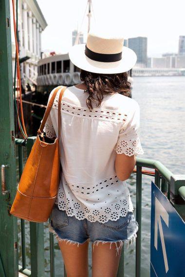 Bluza din dantela - manevra vestimentara de vara