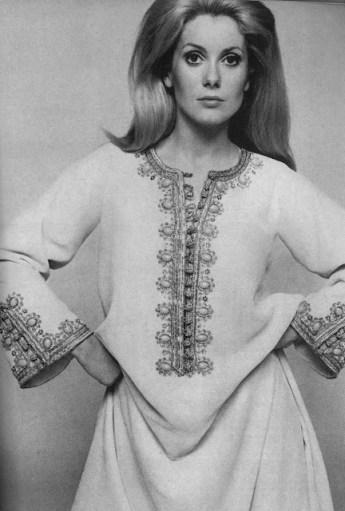 Catherine Deneuve intr-un caftan marocan