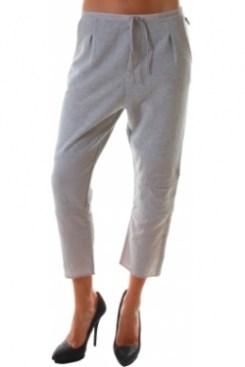 Pantalonii de sport, e bine sa ramana in sala de sport