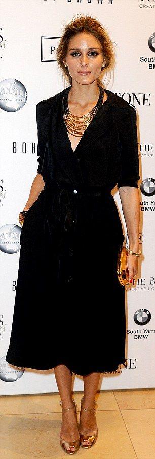 Aceeasi rochie neagra - alta in fiecare zi