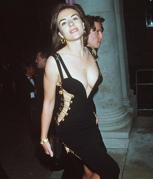 Elizabeth Hurley si rochie Versace