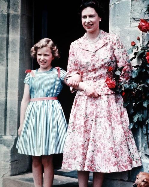 Regina Elisabeth a II-a tanara si proaspata in obraji