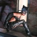 Catwoman si manusile
