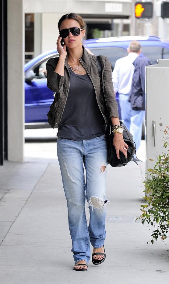 Jessica Alba si boyfriend jeans
