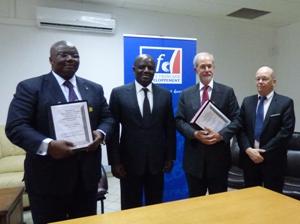 De gauche à droite Florentin Moussavou (ministre Ed nationale), Régis Immongault (ministre Economie), Dominique Rénaux (ambassadeur de France) et Yves Picard (AFD)