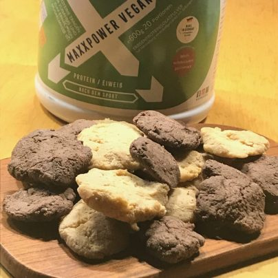 Double-choc-peanutbutter-protein-cookies in 5 Minuten backen mit Dr. Gabriela Hoppe