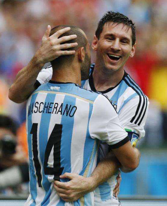 Mascherano y Messi. Argentina finalista.