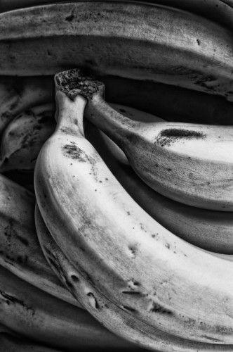 Frutas en blanco y negro  Gabriel Sanz Glitch