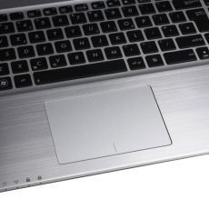 Asus K, tastatura Chiclet ergonomica (privire in detaliu) si zona palm rest rece