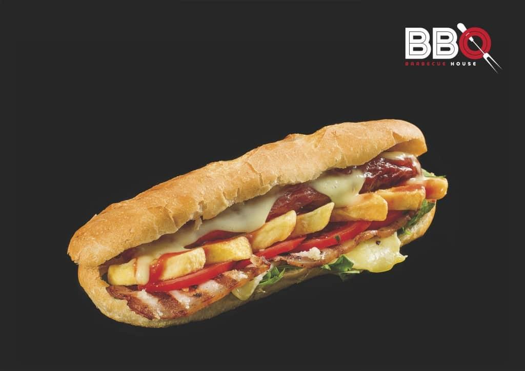 BBQ House sandwich carnaciori cu bacon