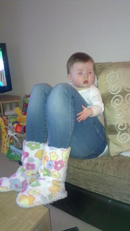9 copil picioare