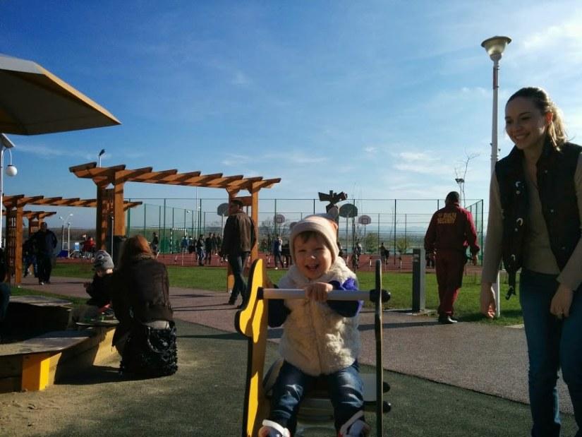 Sara in parc