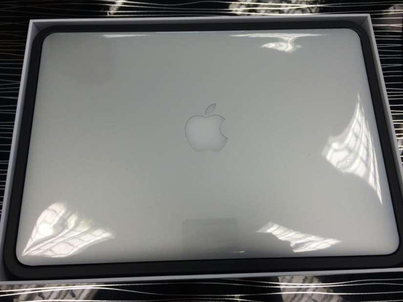 MacBook Pro Retina 13 poză 1