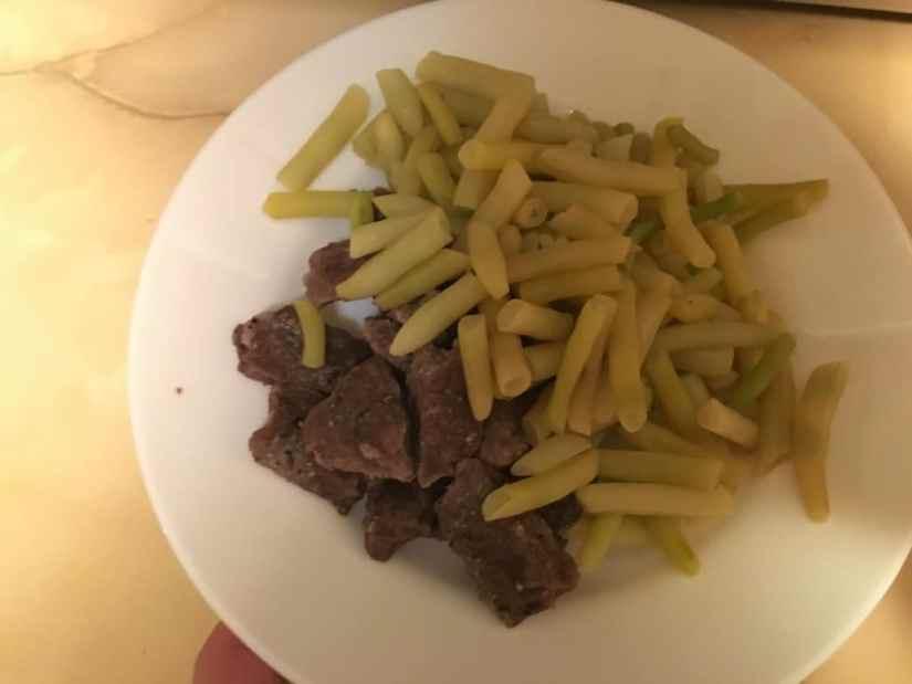 Asta ar fi o porție. Nu arată ca la MasterChef, dar e o mâncare sănătoasă și gustoasă.