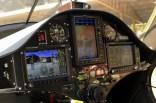 Glass cockpit: Pantallas multifuncionales Dynon Avionics y un GPS Garmin dominan el tablero del Virus SW CC-AHU (foto: Carlos Ay).