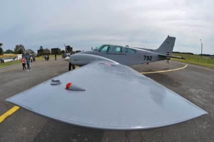 El Escuadrón Aéreo Nº 7 (Observación y Enlace) estuvo presente con un inmaculado Beechcraft UB-55 Baron. (Foto: E. Brea)