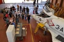 Alumnos realizando una visita guiada por el taller. (Foto: Esteban Brea)