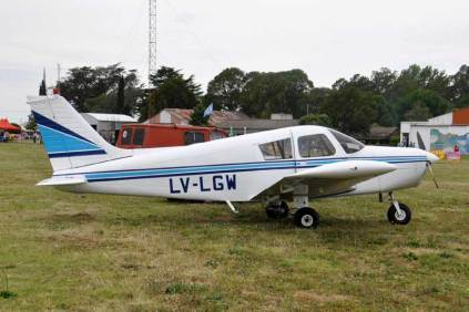 El Piper PA-28-140 Cherokee LV-LGW durante la jornada del sábado. (Foto: Esteban Brea)