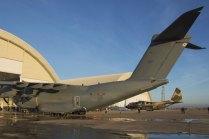 Detrás del A400M destacan los dos nuevos hangares construidos para dar soporte a la nueva flota de aviones de transporte del EA (foto: José Luis Franco Laguna)