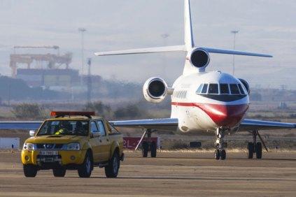 El Falcon 900 (T.18) del EA que transportó a la ministra Cospedal, rodando por la Base Aérea de Zaragoza (foto: José Luis Franco)