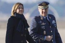 EL JEMA General del Aire Fco. Javier García Arnaiz acompañó a la ministra Cospedal durante su visita a la Base Aérea de Zaragoza (foto: José Luis Franco)